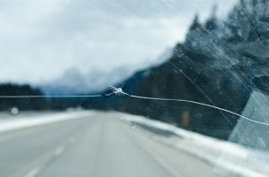crack showing replacement and repair windshields